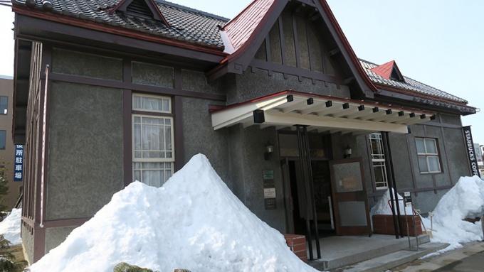 早春のスターバックスコーヒー弘前公園前店