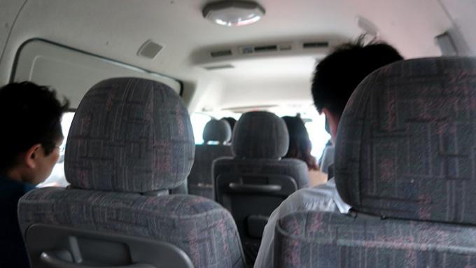 ミニバスで平川市へ向かいます