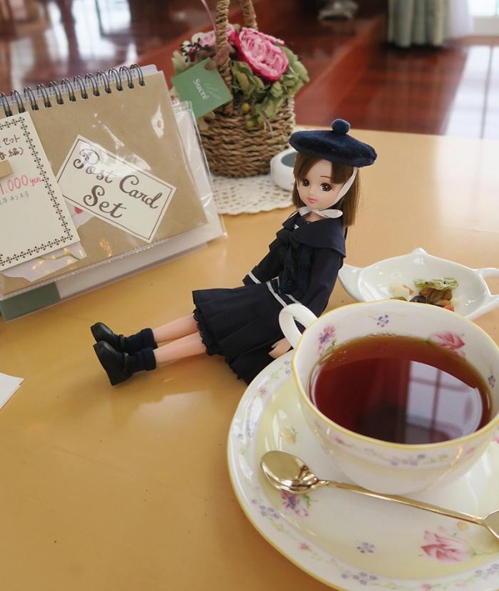 紅茶のおともにリカちゃん