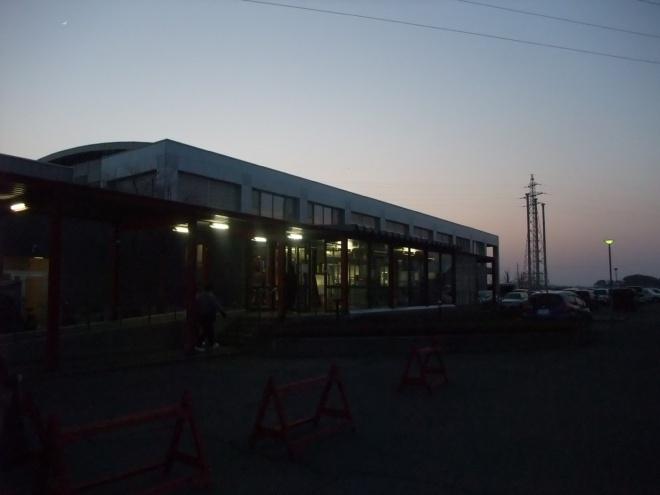 会場の弘前市河西体育センター