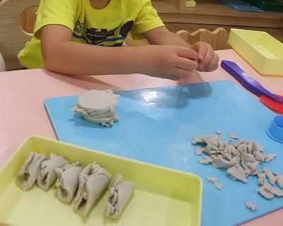 粘土遊び道具もそろってます。