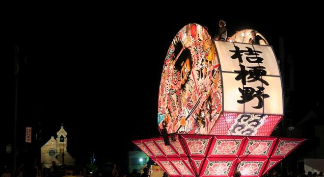 桔梗野地区の大型ねぷたと弘前昇天教会