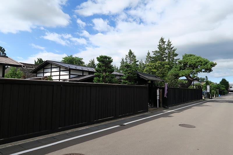 伝統建造物群保存地区の黒塀