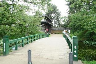 亀甲門から入園