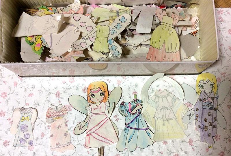 小学生の頃に自作した紙人形のドレス