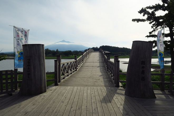富士見湖にかかる鶴の舞橋