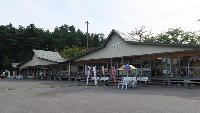 津軽富士見湖パーク駐車場と売店