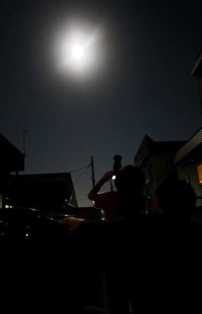ミラーレス一眼+望遠レンズで満月を狙う5歳児