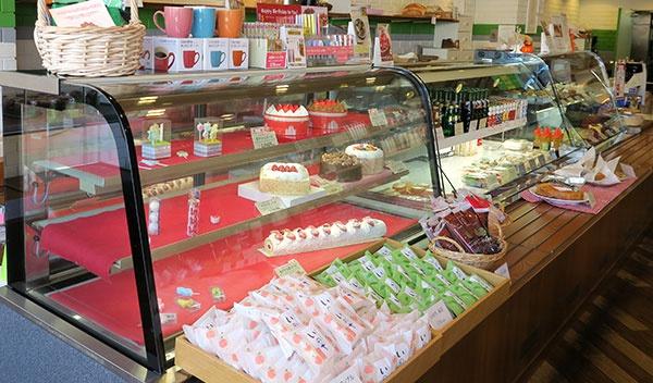 洋菓子店なのでケーキや銘菓「いのち」もあります