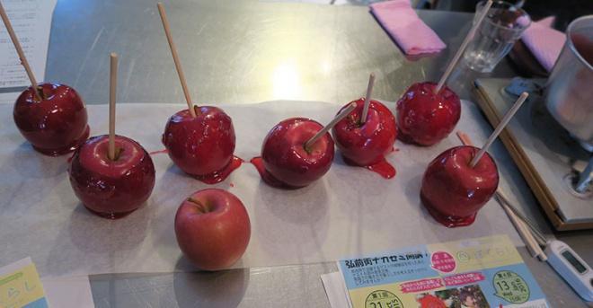 それぞれに個性あるりんご飴