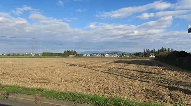 稲刈りが済んだ秋の風景