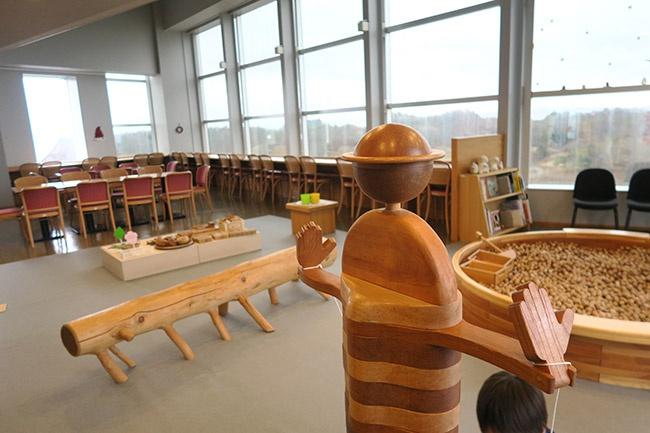木製ボールプールや木の玩具