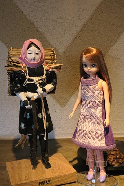 目屋人形とリカちゃん、コーヒー豆の競演!