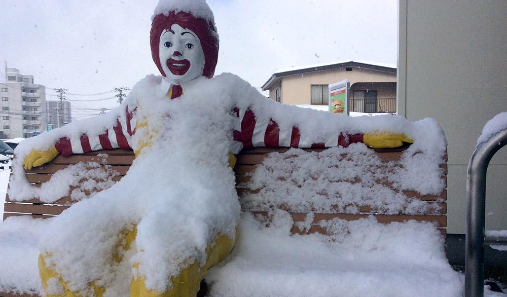 大雪にうまっていくドナルドさんをながめながら
