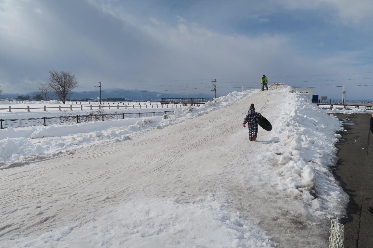 雪山のすべり台