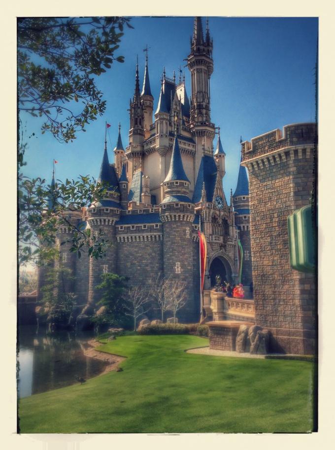 Googleフォトが絵画調にしてくれたシンデレラ城の写真