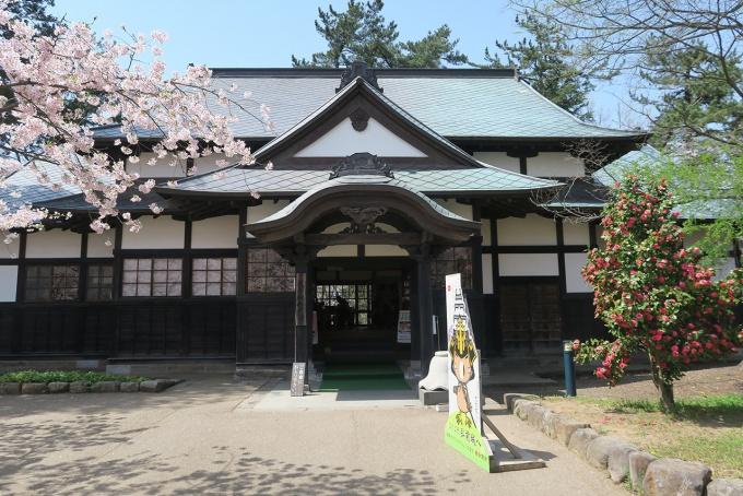弘前公園、本丸エリアの武徳殿