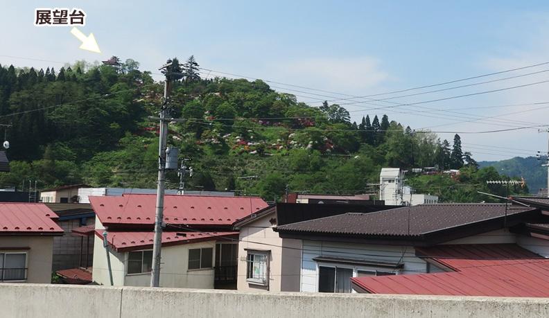 遠くから見た茶臼山公園の展望台