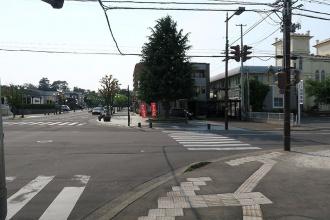 弘前中央通りを弘前教会方面に右折