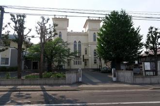 弘前教会の通り挟んだ向かい側