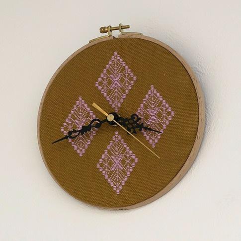 こぎん刺しの壁掛け時計