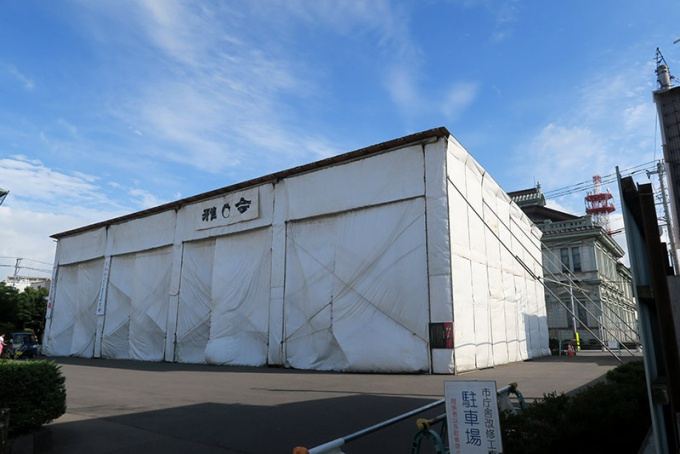弘前市内に点在する謎の期間限定建造物