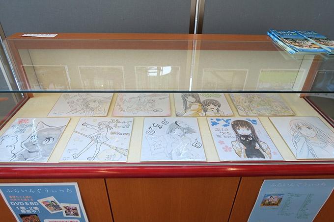アニメ放送カウントダウン色紙の展示