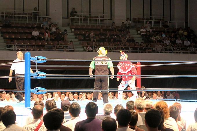 第2試合くいしんぼう仮面vs菊タロー