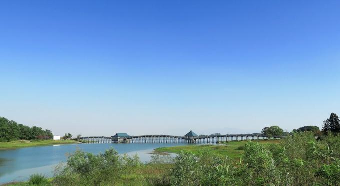 津軽富士見湖にかかる鶴の舞橋