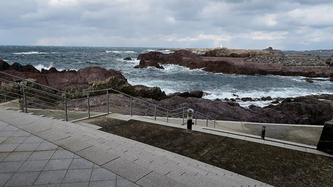 水族館入口付近の海