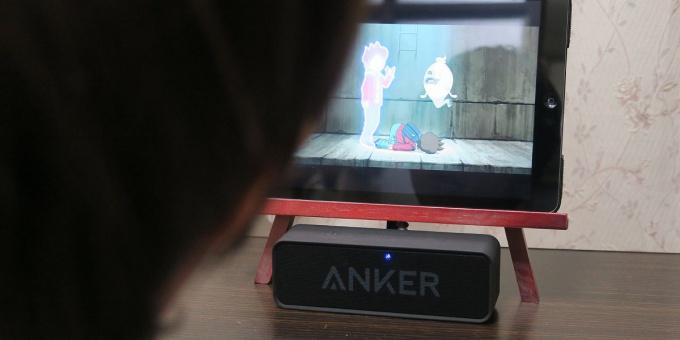 iPadとポータブルスピーカーで視聴
