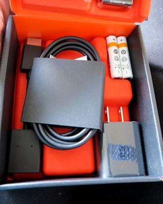 接続ケーブル、単四電池、アダプター、電源ケーブル