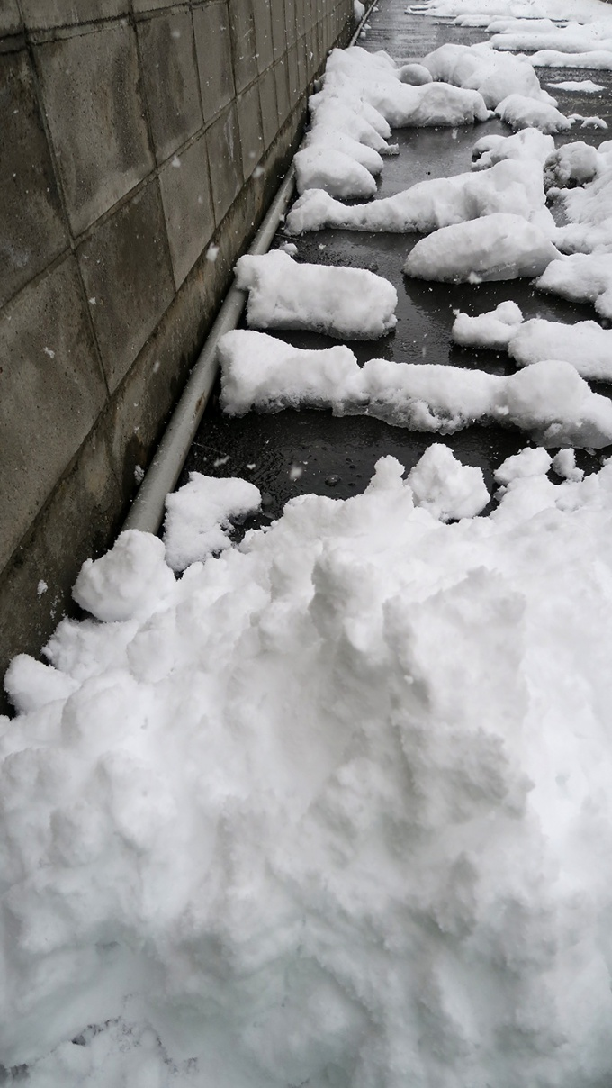 雪を寄せてしばらくすると溶ける