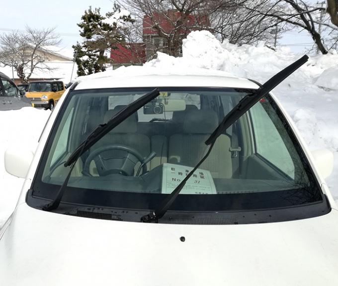 ダッシュボードに駐車場一時利用証を置きます