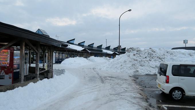 道の駅売店近くの駐車場が使えます