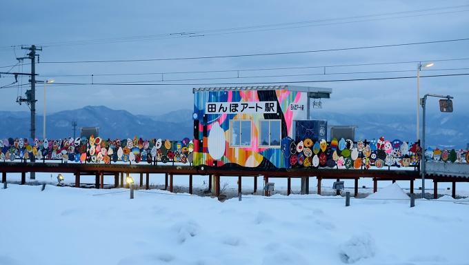 アートで飾られた田んぼアート駅