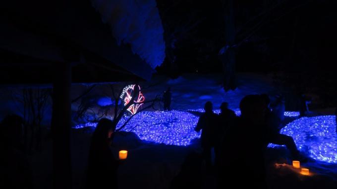 館神跡はLEDで青く輝いてました
