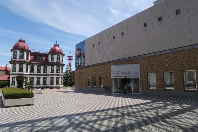 弘前市立図書館と旧図書館