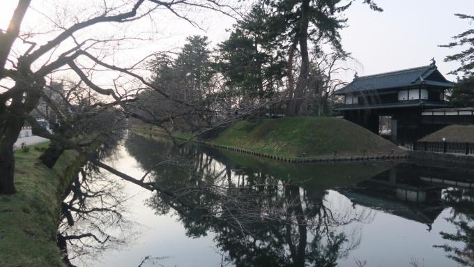 弘前公園追手門前