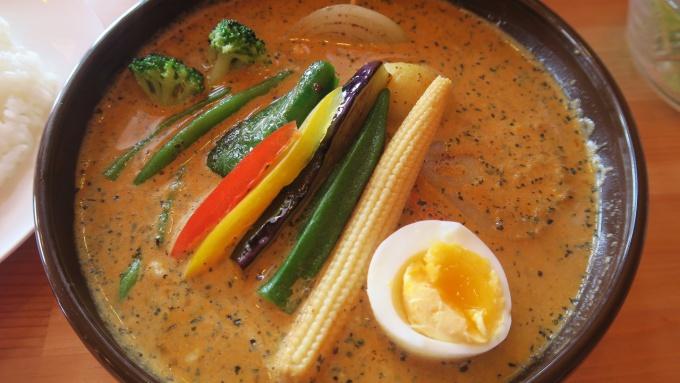野菜と半熟卵がうれしい