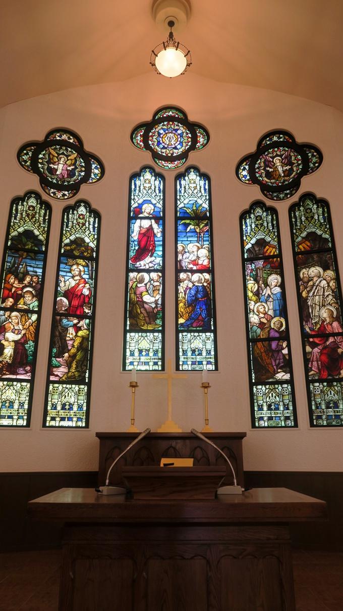 弘前学院大学礼拝堂のステンドグラス