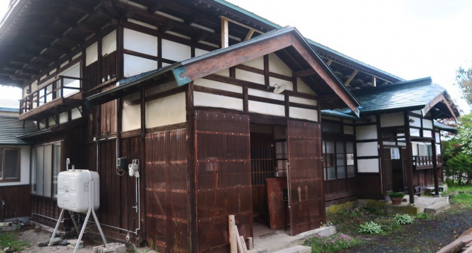 古民家sudatsu外観。奥側が入口。