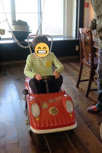 車の玩具は小学生には小さめ