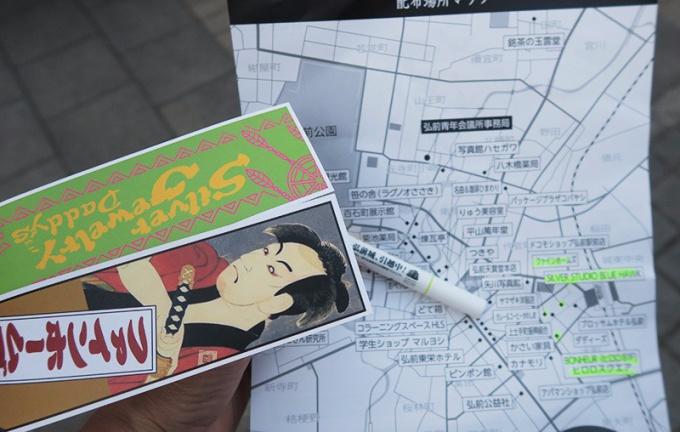 まんじ札MAPを手に配布所チェック