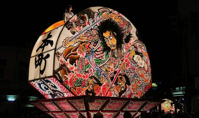 本町ねぷた愛好会の扇ねぷた「水滸伝九紋龍力闘の図」(20170801撮影)