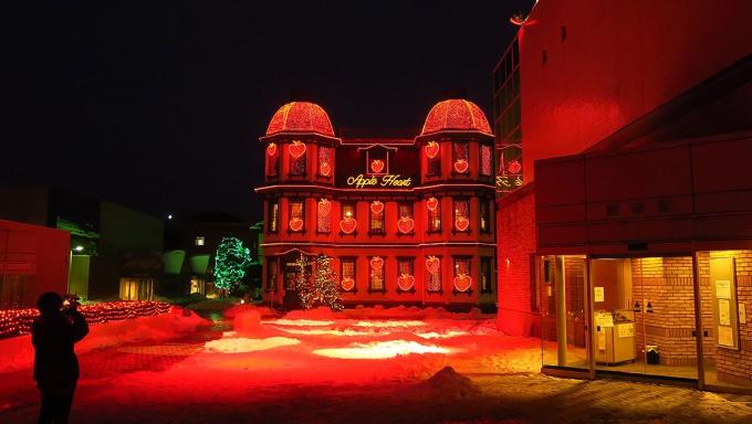 「アップルハート」が灯る旧市立図書館