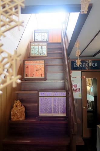 階段にも飾られています