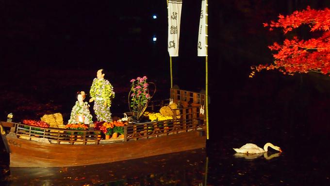 菊人形と紅葉と…白鳥さん