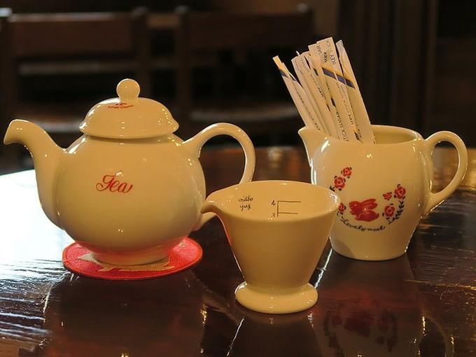 紅茶はポットで提供されます