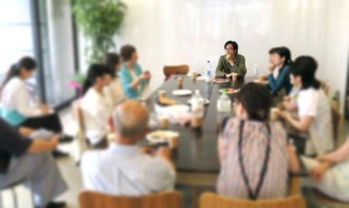 弘前での座談会に16人が参加しました